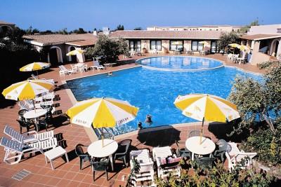Servizi alba dorata villaggi mare sardegna for Pinne x piscina