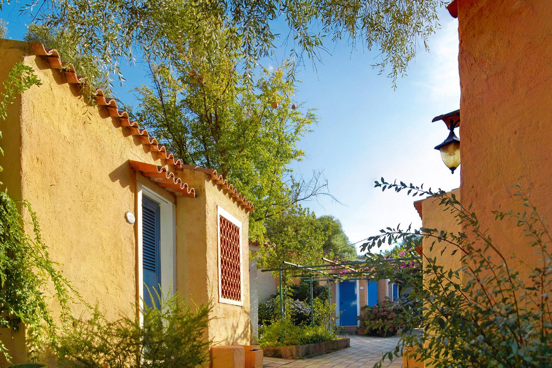 Galleria fotografica boungalow club village villaggi for Villaggi san teodoro